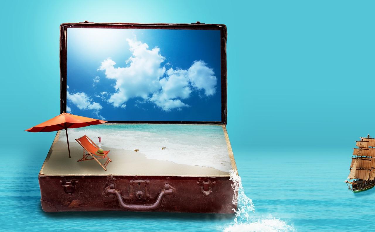 幻想的なパソコンと空と旅のイメージ