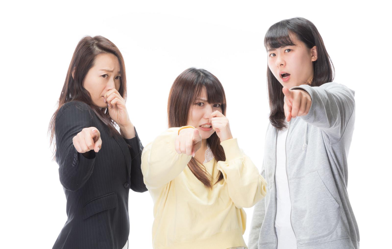 においの原因をつきとめた女子三人臭